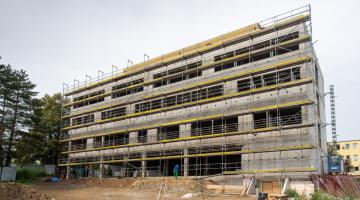 Stavba nového ambulantního pavilonu motivuje pacienty i náš tým, říká přednosta Hemato-onkologické kliniky FN olomouc profesor Tomáš Papajík