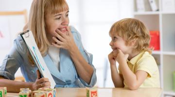 Mluví vaše dítě později nebo mluví málo? Můžete se obrátit na Oddělení logopedie FN Olomouc