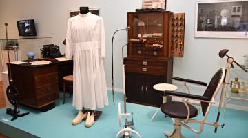 Víme, jak na zubní kaz. Výstavu o historii a současnosti zubního lékařství ve Vlastivědném muzeu pomáhali připravit i odborníci z FN Olomouc