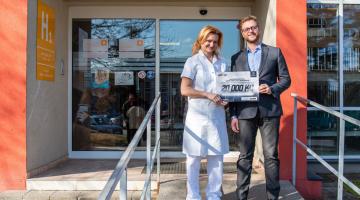 Onkologická klinika FN Olomouc dostala darem 20 tisíc od sdružení Brave Bear. Použije je na přístroje