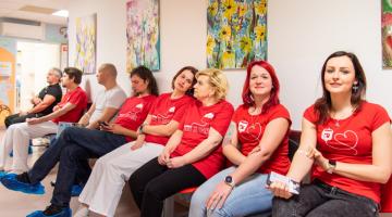 Krev společně darovali i zaměstnanci Transfuzního oddělení. Nejrychlejšímu to trvalo jen přes čtyři minuty
