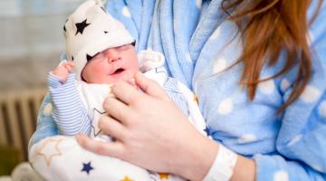Novorozenecké oddělení Fakultní nemocnice Olomouc umožňuje jednorázové návštěvy otců u dětí po porodu