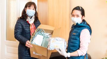 Svaz vietnamských žen poskytl Fakultní nemocnici Olomouc finanční i věcný dar