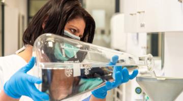 Lékárna Fakultní nemocnice Olomouc i nadále vyrábí dezinfekční prostředky