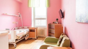 Porodnicko-gynekologická klinika upravuje cenu za nadstandardní pokoje na Oddělení šestinedělí