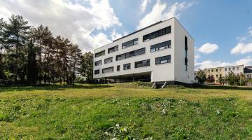 Fakultní nemocnice Olomouc otevřela nový ambulantní pavilon hemato-onkologické kliniky. První pacienty přivítá na začátku října