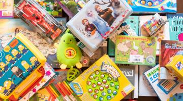 Díky Olympii Olomouc má Dobrovolnické centrum FN Olomouc nové knihy, hračky nebo výtvarné potřeby pro malé i dospělé pacienty