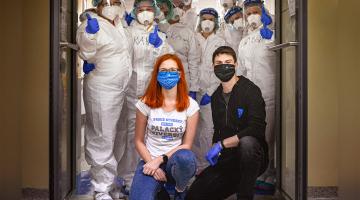 Zachraň zástěru, potěš plášť! Za zdravotníky do FN Olomouc míří DOBRO(TY) od olomouckých kaváren, přispěli na ně dárci