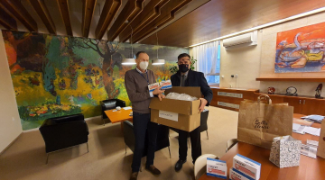 Primář Novorozeneckého oddělení a senátor Lumír Kantor přivezl Fakultní nemocnici Olomouc COVID testy z Taiwanu