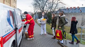 Mobilní týmy FN Olomouc naočkovaly přes dva tisíce lidí v zařízeních sociálních služeb