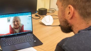 Zdenka Krhutová: Díky moderním technologiím nejsem na svou nemoc sama